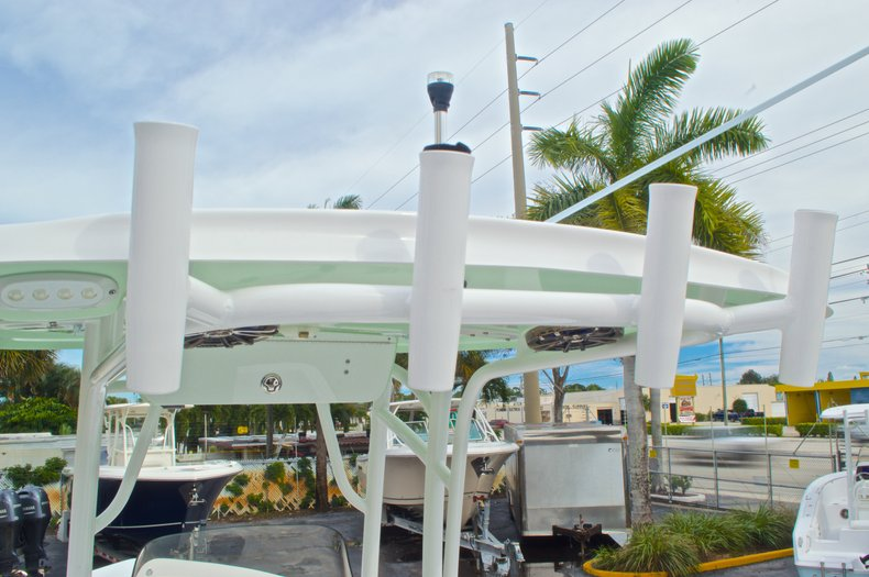 Thumbnail 43 for New 2015 Sportsman Masters 247 Bay Boat boat for sale in West Palm Beach, FL