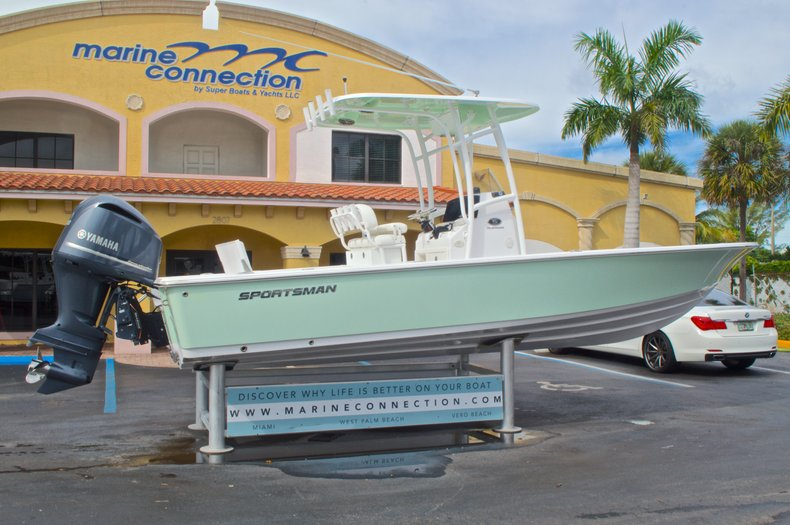 Thumbnail 8 for New 2015 Sportsman Masters 247 Bay Boat boat for sale in West Palm Beach, FL