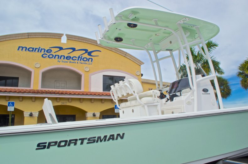 Thumbnail 9 for New 2015 Sportsman Masters 247 Bay Boat boat for sale in West Palm Beach, FL
