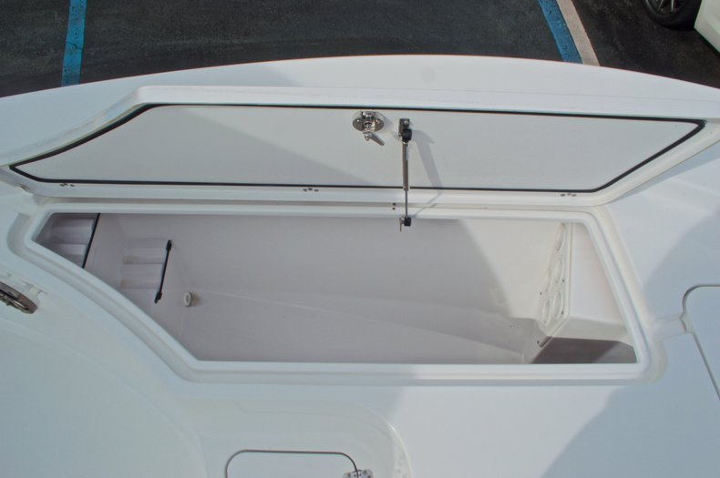 Thumbnail 57 for New 2015 Sportsman Masters 247 Bay Boat boat for sale in West Palm Beach, FL