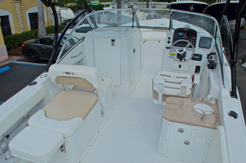 Thumbnail 21 for Used 2013 Sea Hunt Escape 234 DC boat for sale in West Palm Beach, FL