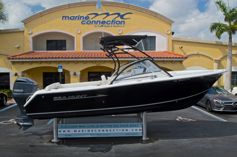 Used 2013 Sea Hunt Escape 234 DC boat for sale in West Palm Beach, FL