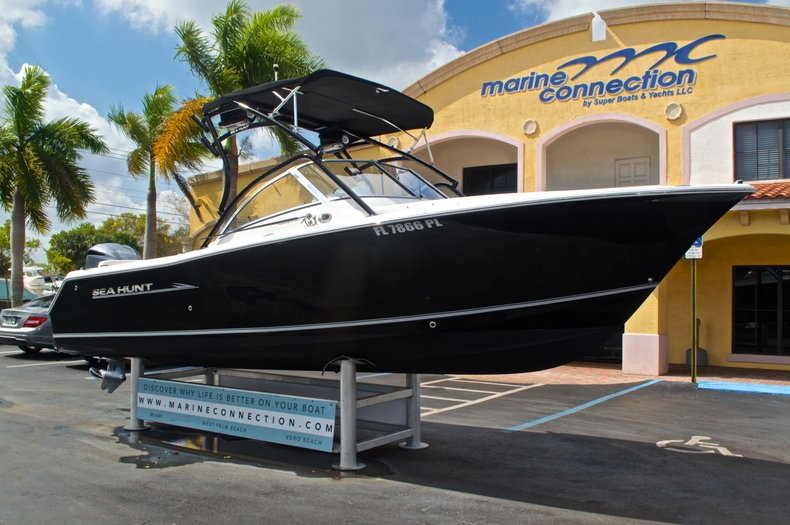 Thumbnail 1 for Used 2013 Sea Hunt Escape 234 DC boat for sale in West Palm Beach, FL