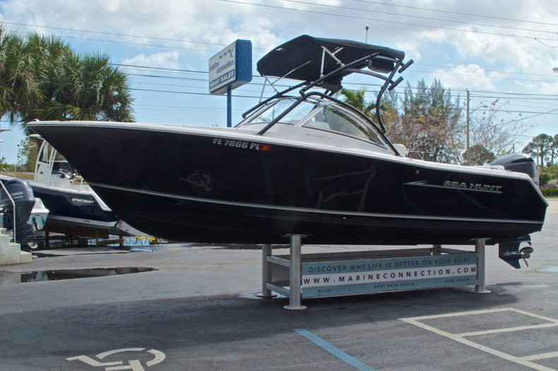 Thumbnail 3 for Used 2013 Sea Hunt Escape 234 DC boat for sale in West Palm Beach, FL