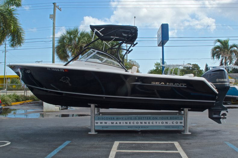 Thumbnail 4 for Used 2013 Sea Hunt Escape 234 DC boat for sale in West Palm Beach, FL