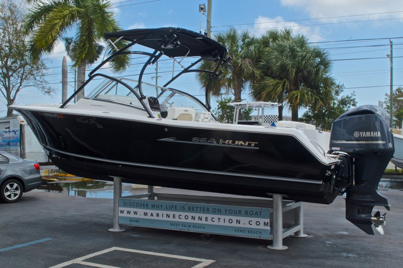 Thumbnail 5 for Used 2013 Sea Hunt Escape 234 DC boat for sale in West Palm Beach, FL