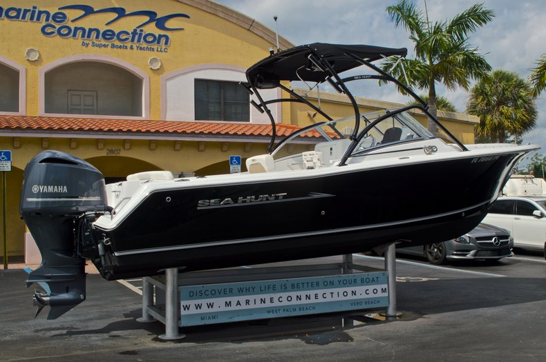 Thumbnail 7 for Used 2013 Sea Hunt Escape 234 DC boat for sale in West Palm Beach, FL