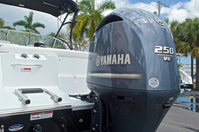 Thumbnail 9 for Used 2013 Sea Hunt Escape 234 DC boat for sale in West Palm Beach, FL