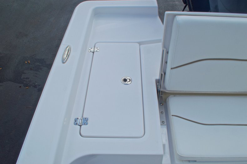 Thumbnail 15 for New 2014 Sportsman Masters 247 Bay Boat boat for sale in West Palm Beach, FL