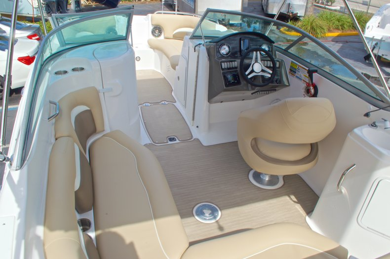 Thumbnail 10 for New 2016 Hurricane SunDeck SD 2200 OB boat for sale in West Palm Beach, FL