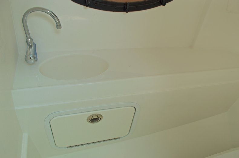 Thumbnail 35 for New 2016 Hurricane SunDeck SD 2200 OB boat for sale in West Palm Beach, FL