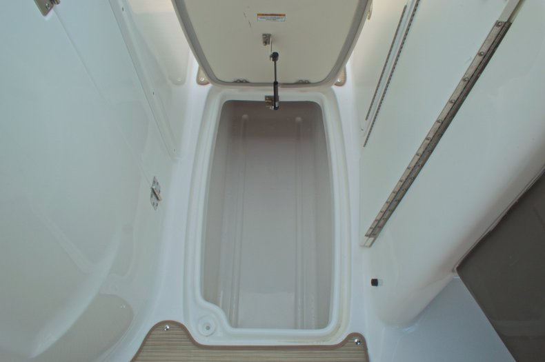 Thumbnail 37 for New 2016 Hurricane SunDeck SD 2200 OB boat for sale in West Palm Beach, FL