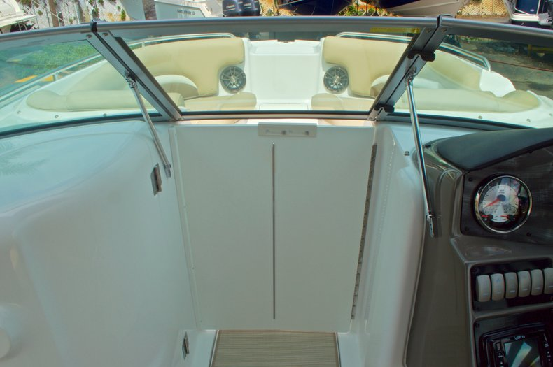 Thumbnail 39 for New 2016 Hurricane SunDeck SD 2200 OB boat for sale in West Palm Beach, FL
