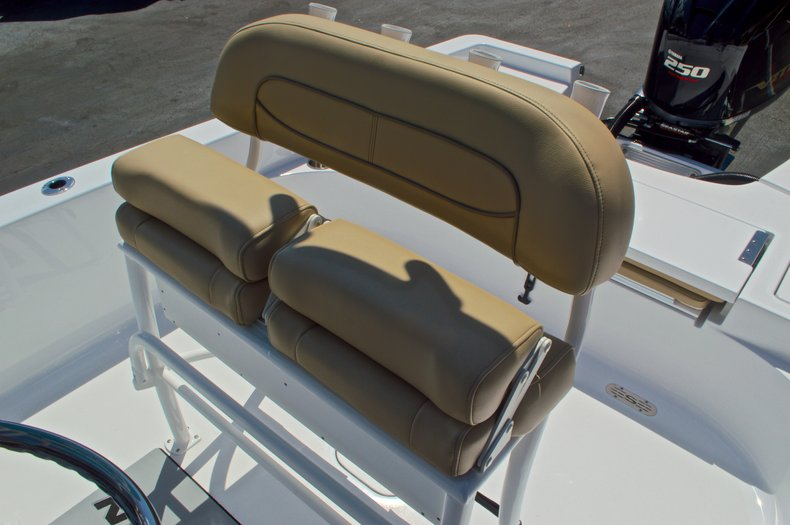 Thumbnail 25 for New 2016 Sportsman Masters 247 Bay Boat boat for sale in West Palm Beach, FL