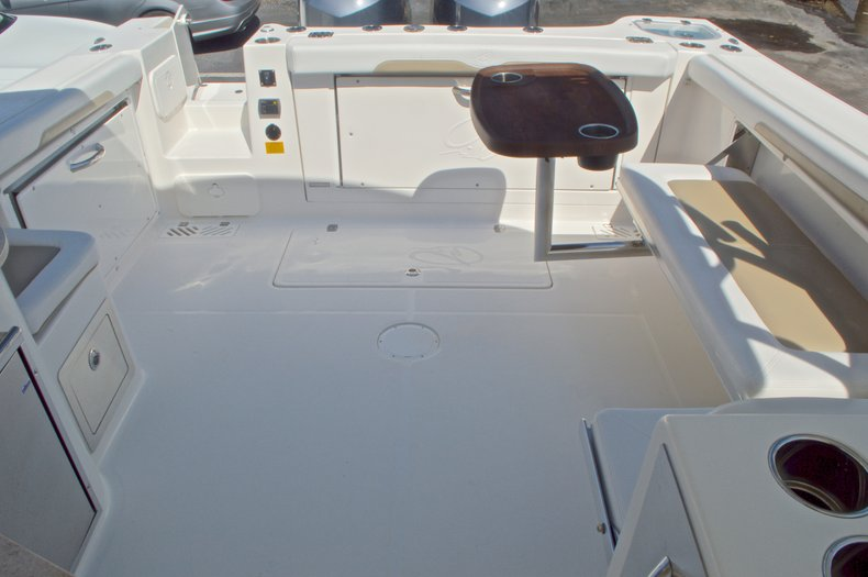 Thumbnail 14 for New 2016 Sailfish 325 Dual Console boat for sale in West Palm Beach, FL
