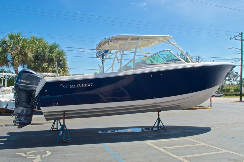 Thumbnail 3 for New 2016 Sailfish 325 Dual Console boat for sale in West Palm Beach, FL