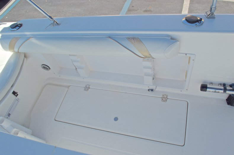 Thumbnail 18 for Used 2000 Aquasport 215 Osprey Sport DC boat for sale in West Palm Beach, FL