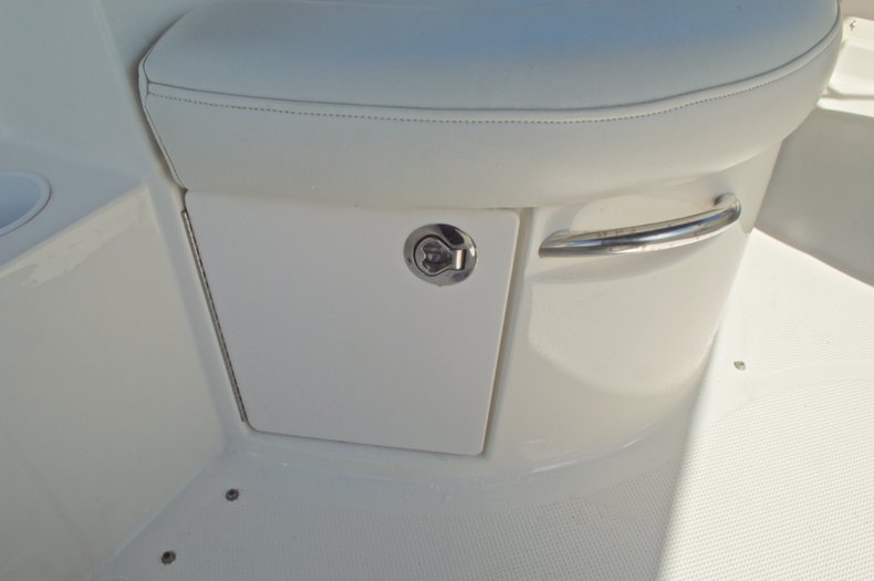 Thumbnail 22 for Used 2007 Maxum 2400 SE boat for sale in West Palm Beach, FL