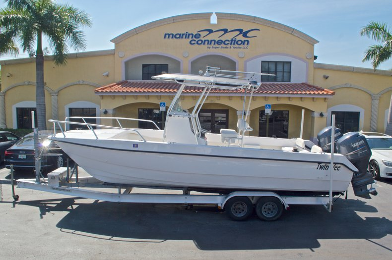 Image 0 for 2005 Twin Vee 26 CC Center Console in West Palm Beach, FL