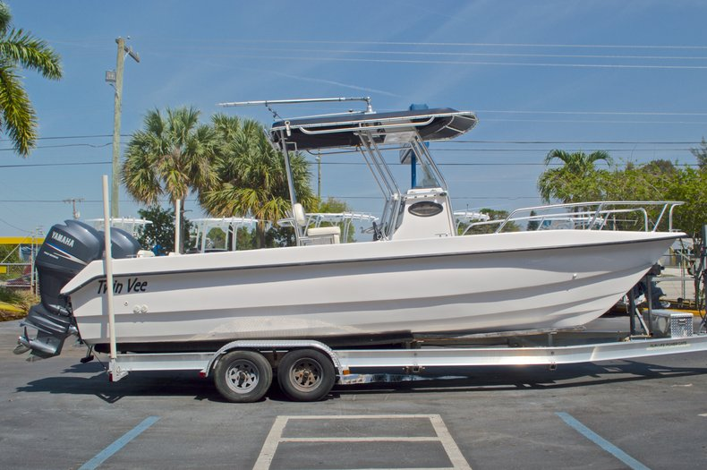 Image 4 for 2005 Twin Vee 26 CC Center Console in West Palm Beach, FL