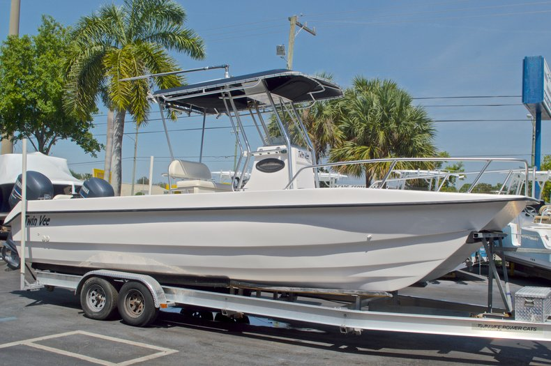 Image 5 for 2005 Twin Vee 26 CC Center Console in West Palm Beach, FL