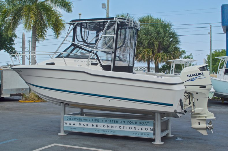 Used 1998 Bayliner Trophy 2002 WA Walkaround boat for sale