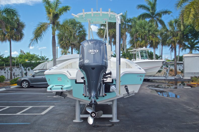 Thumbnail 8 for Used 2014 Pathfinder 2600 HPS Bay Boat boat for sale in West Palm Beach, FL