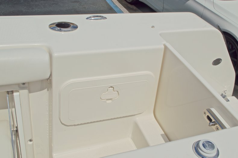 Thumbnail 22 for New 2017 Sailfish 325 Dual Console boat for sale in West Palm Beach, FL