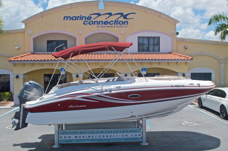 Used 2014 Hurricane SunDeck Sport SS 220 OB boat for sale in West Palm Beach, FL