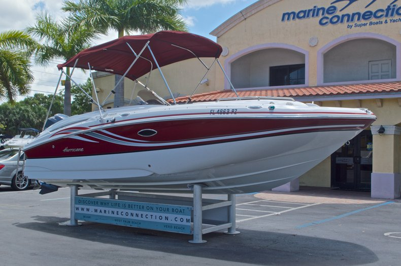 Thumbnail 1 for Used 2014 Hurricane SunDeck Sport SS 220 OB boat for sale in West Palm Beach, FL
