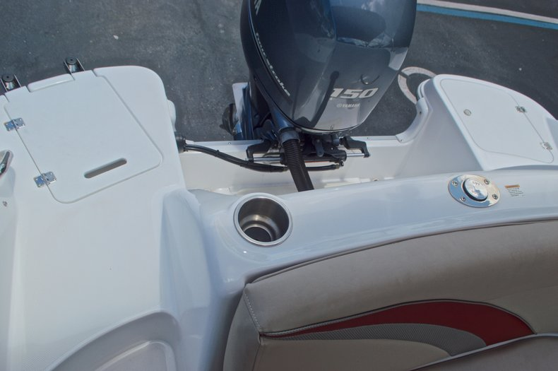 Thumbnail 11 for Used 2014 Hurricane SunDeck Sport SS 220 OB boat for sale in West Palm Beach, FL