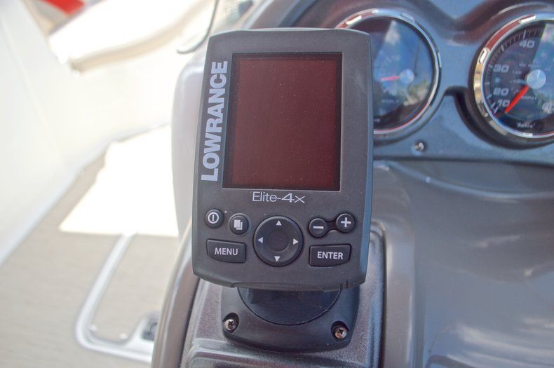 Thumbnail 32 for Used 2014 Hurricane SunDeck Sport SS 220 OB boat for sale in West Palm Beach, FL