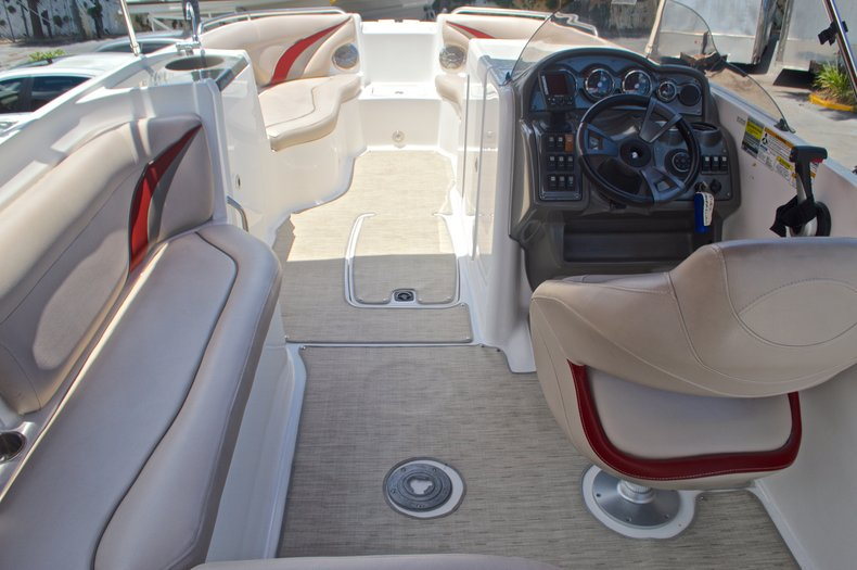 Thumbnail 10 for Used 2014 Hurricane SunDeck Sport SS 220 OB boat for sale in West Palm Beach, FL