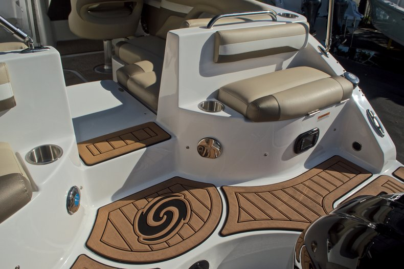 Thumbnail 16 for New 2016 Hurricane SunDeck SD 2486 OB boat for sale in West Palm Beach, FL