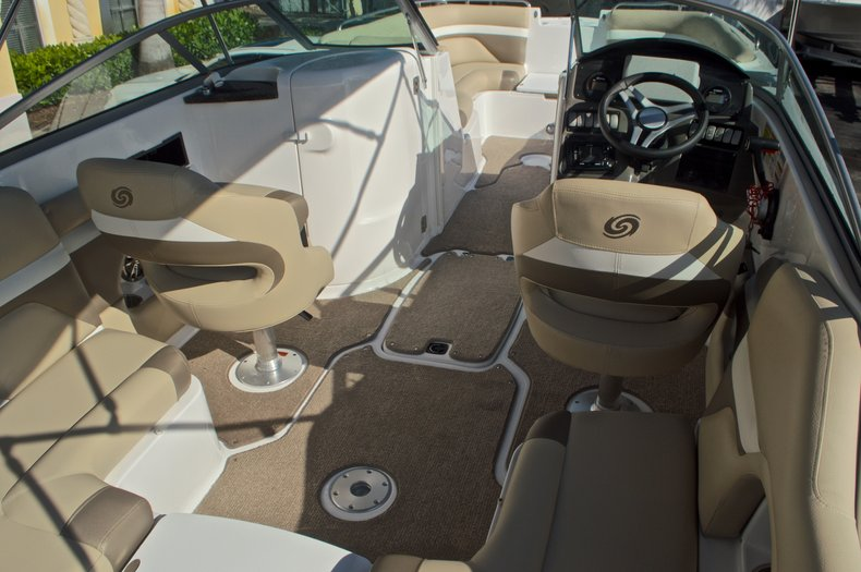 Thumbnail 22 for New 2016 Hurricane SunDeck SD 2486 OB boat for sale in West Palm Beach, FL