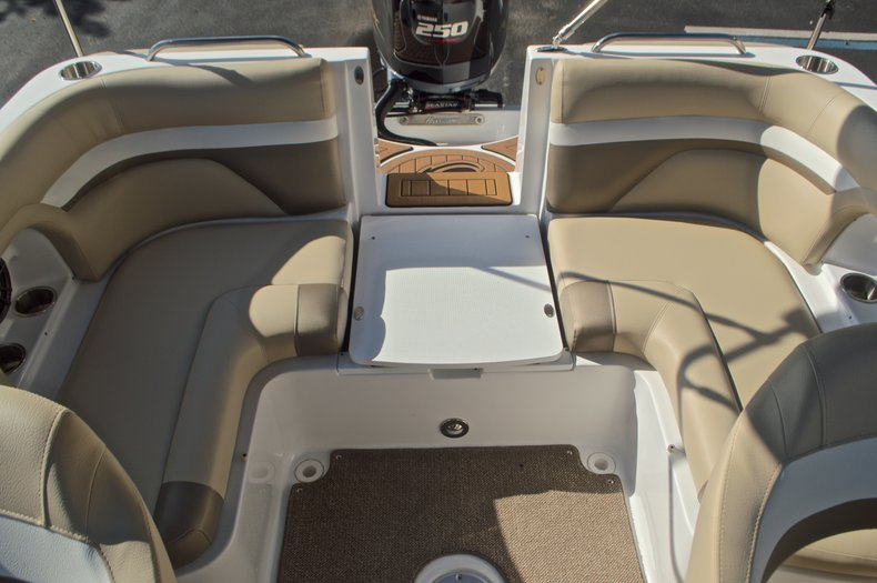 Thumbnail 25 for New 2016 Hurricane SunDeck SD 2486 OB boat for sale in West Palm Beach, FL