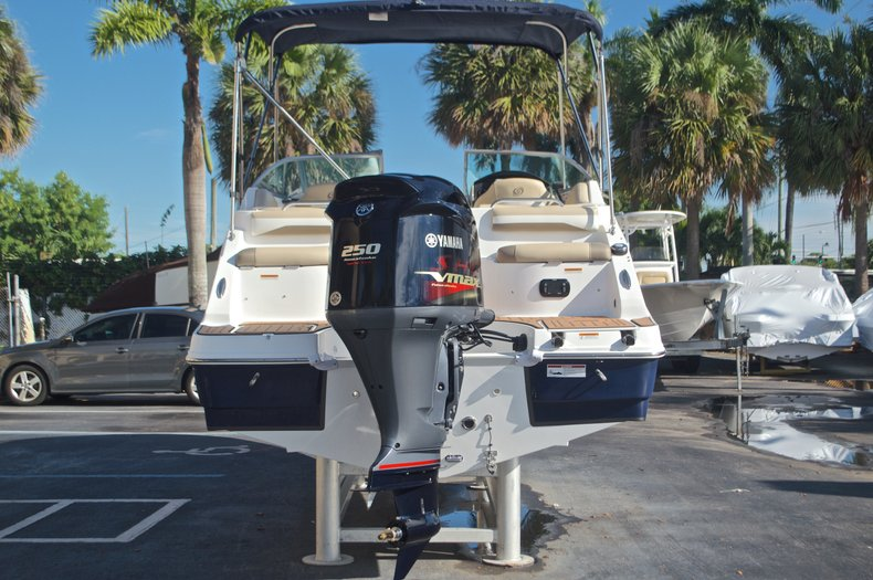 Thumbnail 6 for New 2016 Hurricane SunDeck SD 2486 OB boat for sale in West Palm Beach, FL