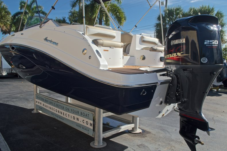 Thumbnail 8 for New 2016 Hurricane SunDeck SD 2486 OB boat for sale in West Palm Beach, FL
