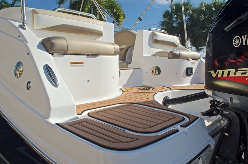 Thumbnail 10 for New 2016 Hurricane SunDeck SD 2486 OB boat for sale in West Palm Beach, FL