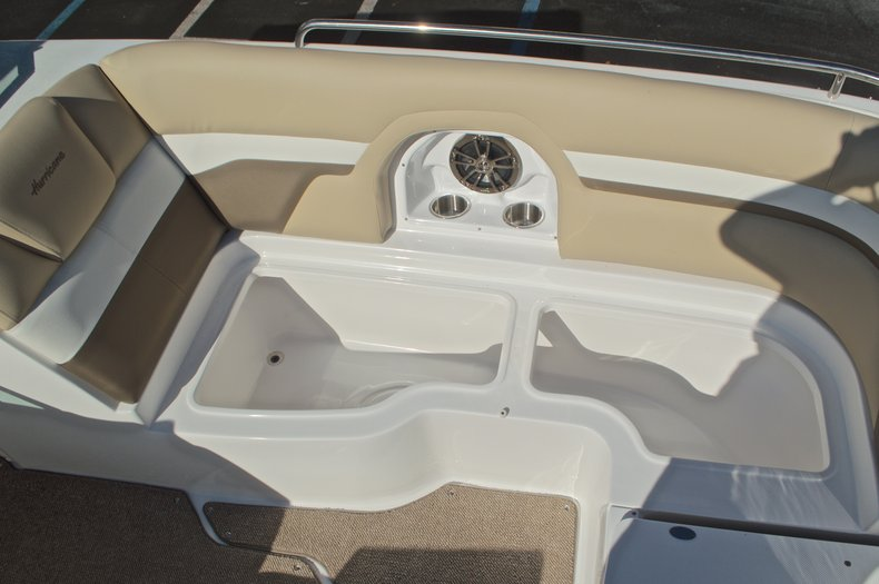 Thumbnail 58 for New 2016 Hurricane SunDeck SD 2486 OB boat for sale in West Palm Beach, FL