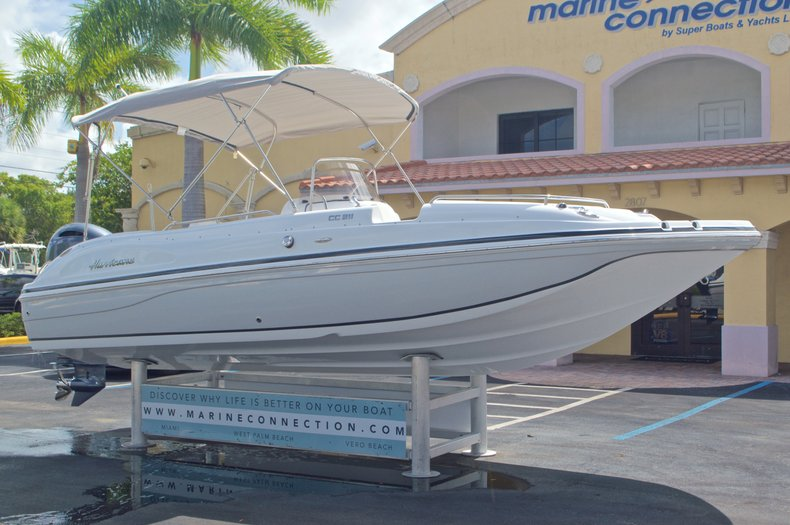 Thumbnail 1 for New 2016 Hurricane SunDeck Sport SS 211 OB boat for sale in West Palm Beach, FL
