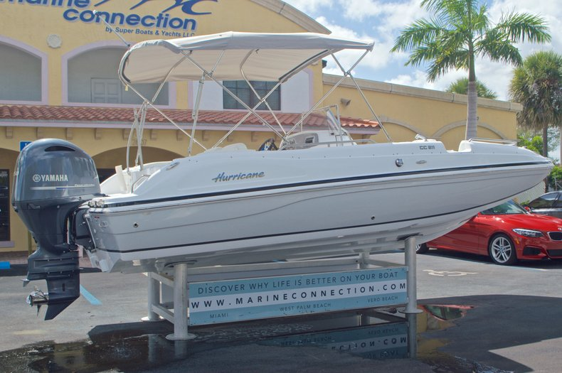 Thumbnail 7 for New 2016 Hurricane SunDeck Sport SS 211 OB boat for sale in West Palm Beach, FL