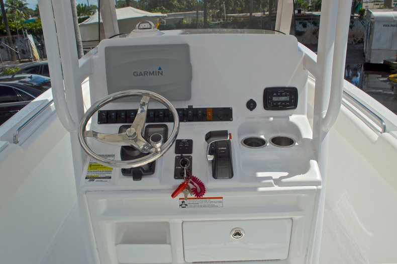 Thumbnail 36 for Used 2015 Sea Hunt 235 SE Center Console boat for sale in West Palm Beach, FL