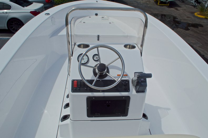 Thumbnail 17 for New 2017 Sportsman 19 Island Reef boat for sale in West Palm Beach, FL