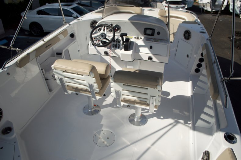 Thumbnail 16 for New 2016 Hurricane Sundeck Sport SS 231 OB boat for sale in West Palm Beach, FL