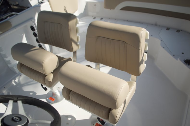Thumbnail 32 for New 2016 Hurricane Sundeck Sport SS 231 OB boat for sale in West Palm Beach, FL