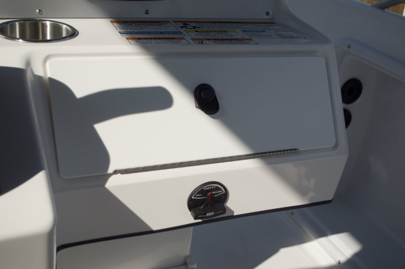 Thumbnail 39 for New 2016 Hurricane Sundeck Sport SS 231 OB boat for sale in West Palm Beach, FL