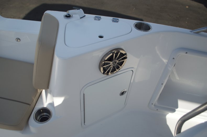 Thumbnail 45 for New 2016 Hurricane Sundeck Sport SS 231 OB boat for sale in West Palm Beach, FL