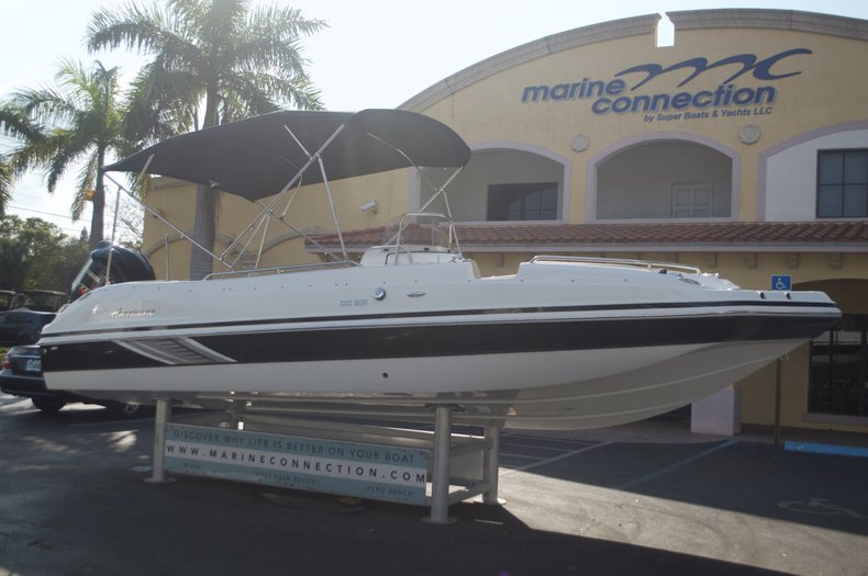 Thumbnail 2 for New 2016 Hurricane Sundeck Sport SS 231 OB boat for sale in West Palm Beach, FL