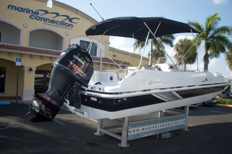 Thumbnail 8 for New 2016 Hurricane Sundeck Sport SS 231 OB boat for sale in West Palm Beach, FL